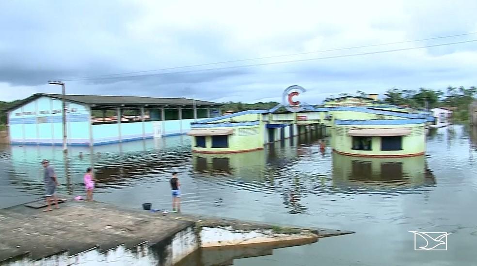 Centro comercial de Boa Vista do Gurupi está fechado e agências bancárias, casas lotéricas não estão funcionando — Foto: Reprodução/TV Mirante