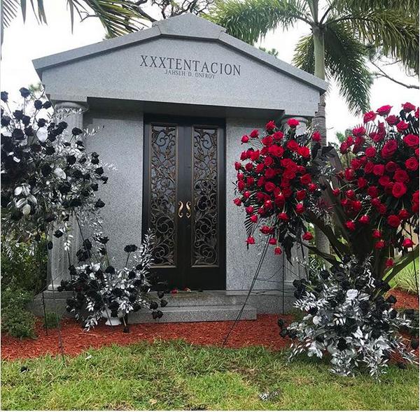 O mausoléu construído pela família de XXXTentacion (Foto: Instagram)