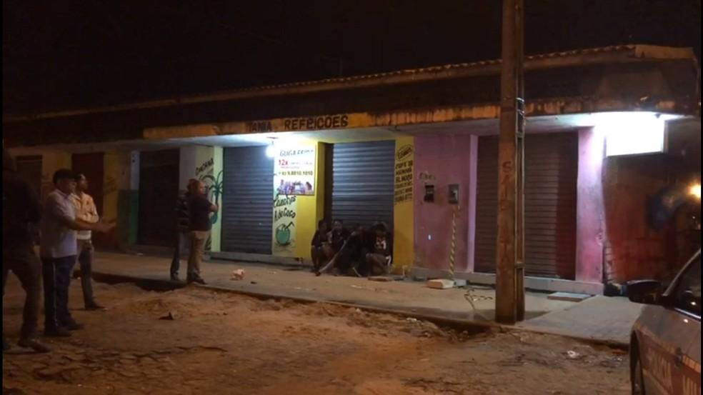 Mulher foi morta na feira de Jaguaribe, em João Pessoa — Foto: Walter Paparazzo/G1
