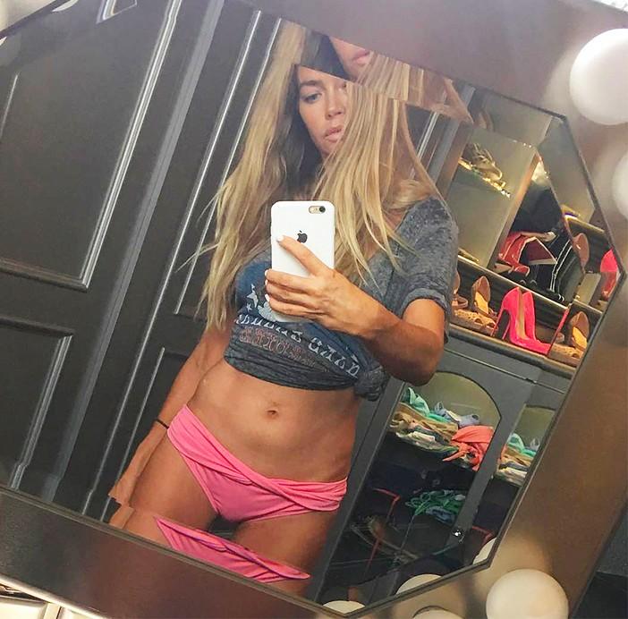 A selfie compartilhada pela atriz Denise Richards (Foto: Instagram)