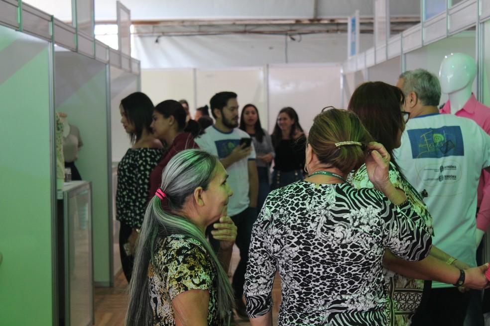 Feira reúne público em Porto Velho (Foto: Cássia Firmino/ G1)