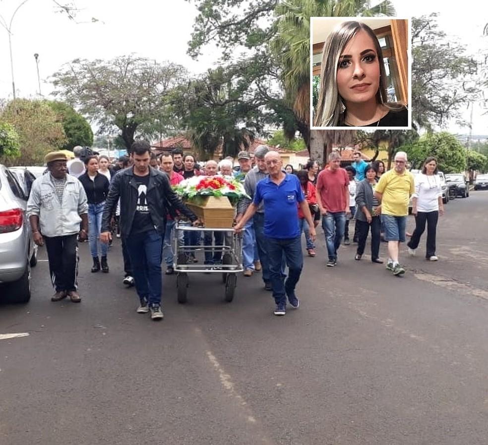 Mariana Bazza, de 19 anos, foi enterrada em Bariri — Foto: TV TEM/Reprodução