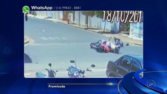 Câmera flagra acidente com policial militar de moto em Promissão