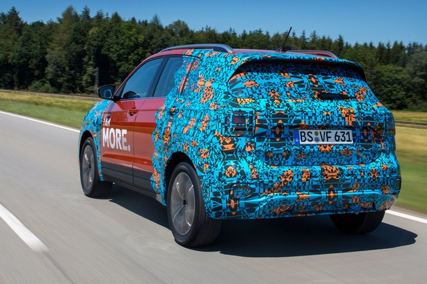 Aceleramos o Volkswagen T-Cross camuflado (Foto: Divulgação)