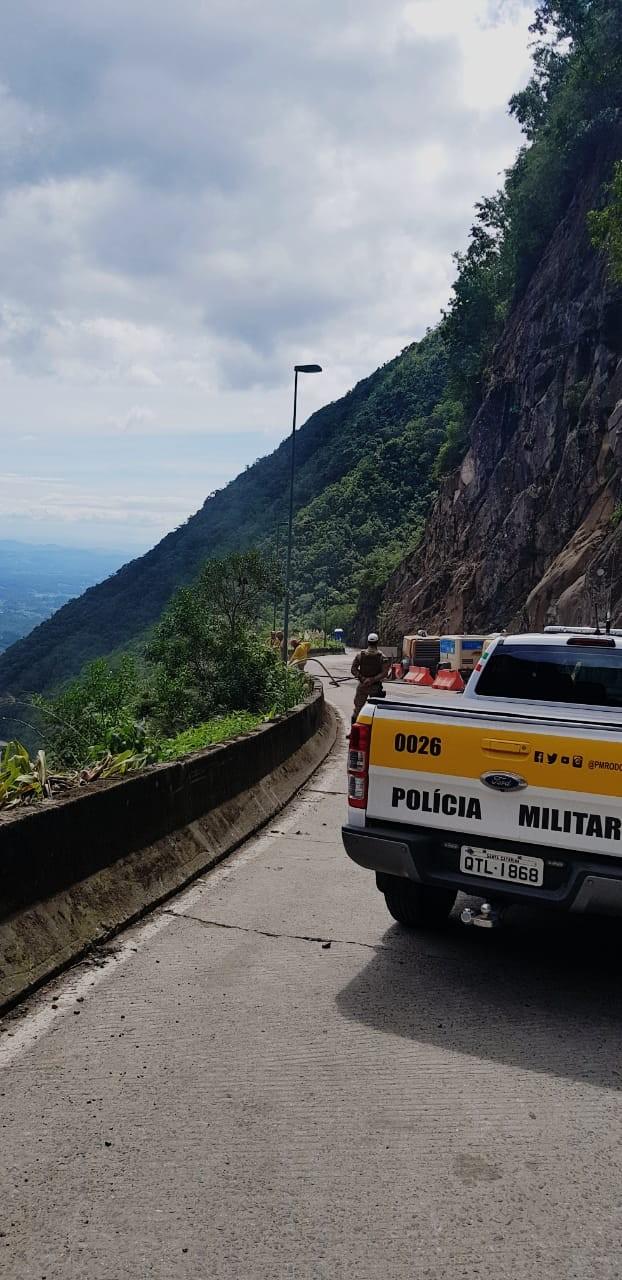 Após interdição por risco de queda de rochas, Serra do Rio do Rastro é liberada; confira os horários para tráfego