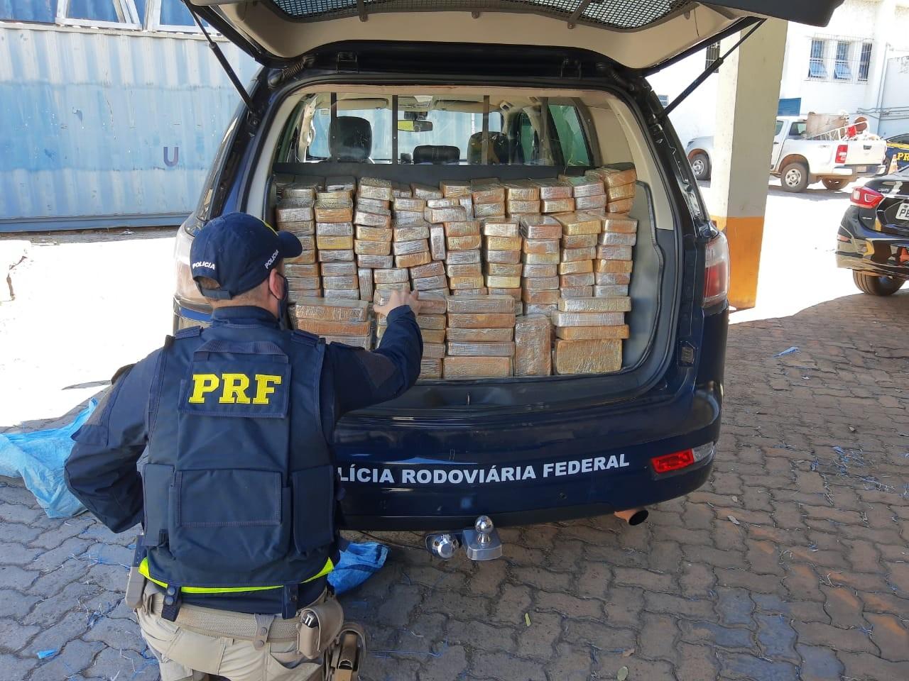 Dois motoristas são presos em MT com 424 kg de droga que seriam levados para MG