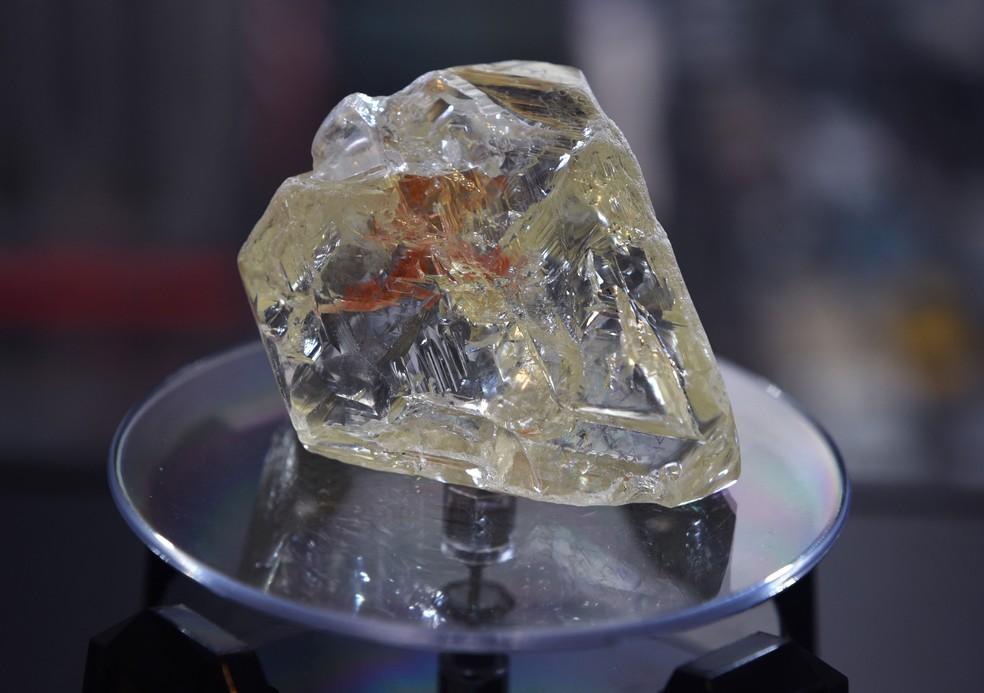 Diamante de mais de 700 quilates encontrado em Serra Leoa. (Foto: Timothy A. Clary/AFP)