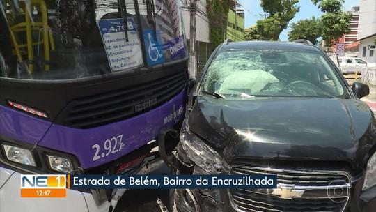 Colisão entre ônibus e carro deixa três feridos na Zona Norte do Recife