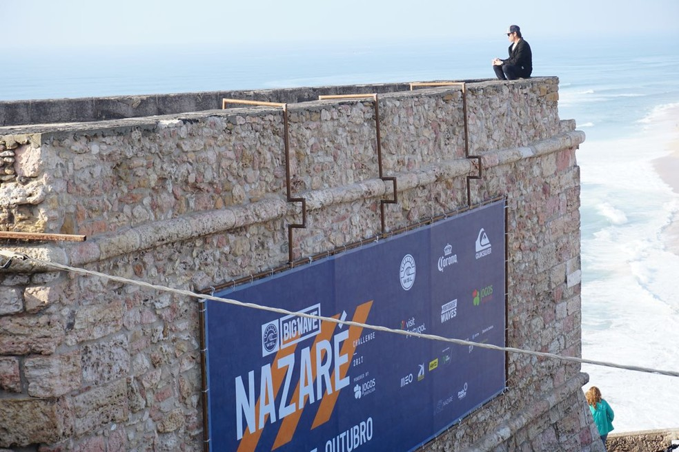 Carlos Burle no alto do farol da Nazaré (Foto: Carlos Muriongo)
