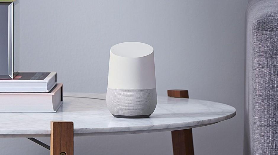 """O Google Home, dispositivo que """"hospeda"""" o Google Assistant (Foto: Divulgação)"""