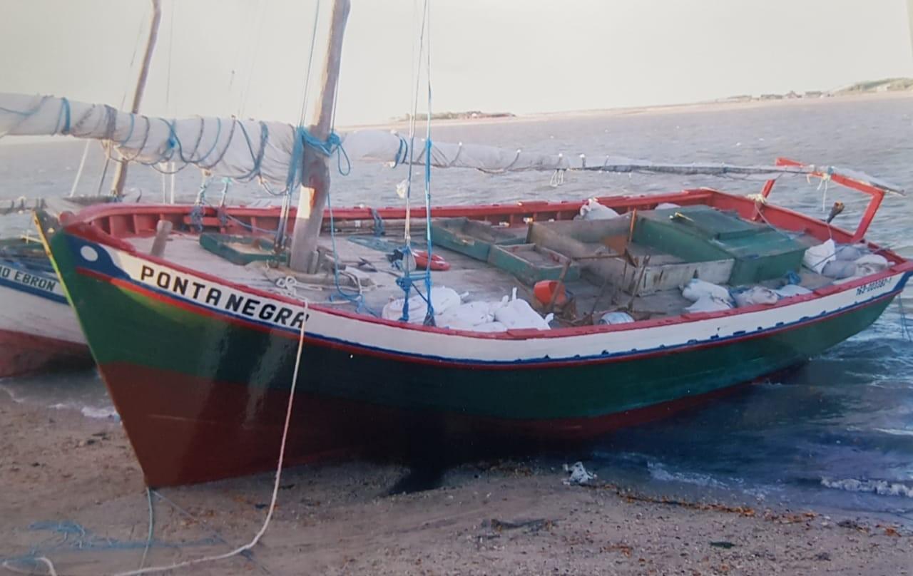 Barco de pesca cearense com oito pescadores naufraga no litoral do Maranhão - Notícias - Plantão Diário