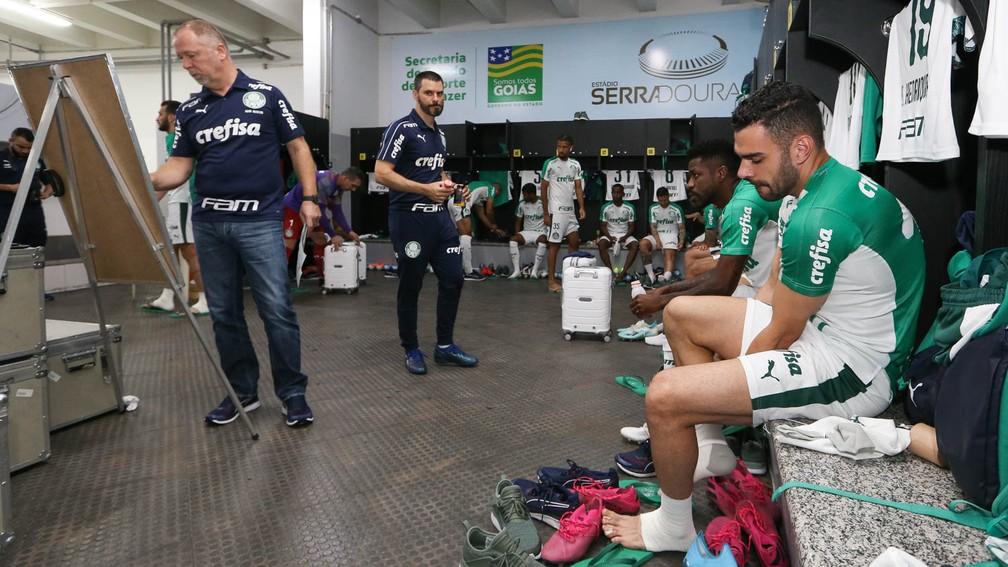 Mano Menezes no vestiário do Serra Dourada antes de Goiás x Palmeiras — Foto: Divulgação Palmeiras