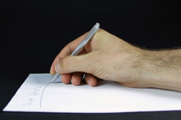 Designer desenvolve caneta feita com resíduos do esgoto (Foto: Divulgação)