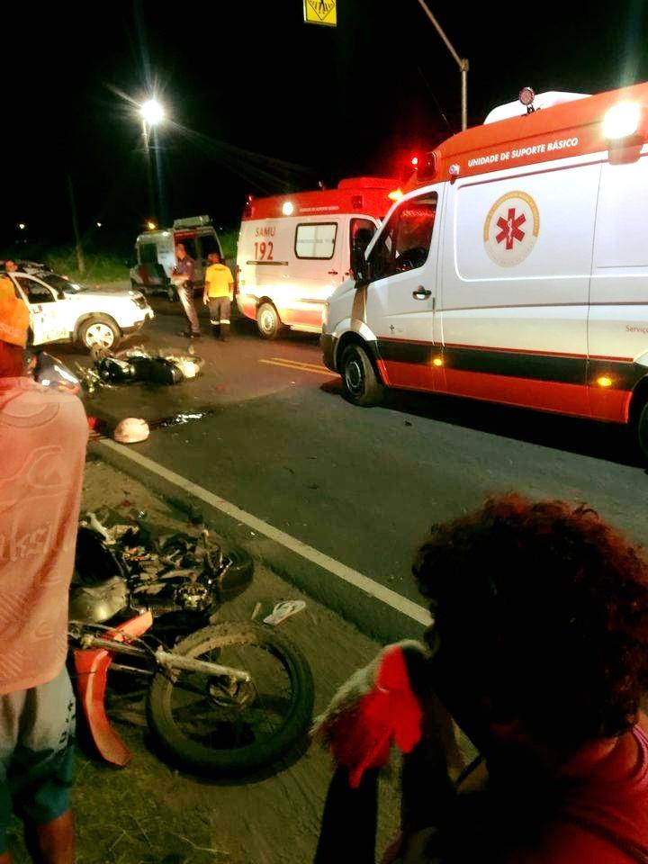 Acidente entre duas motos deixa um morto e duas pessoas feridas no litoral de SP