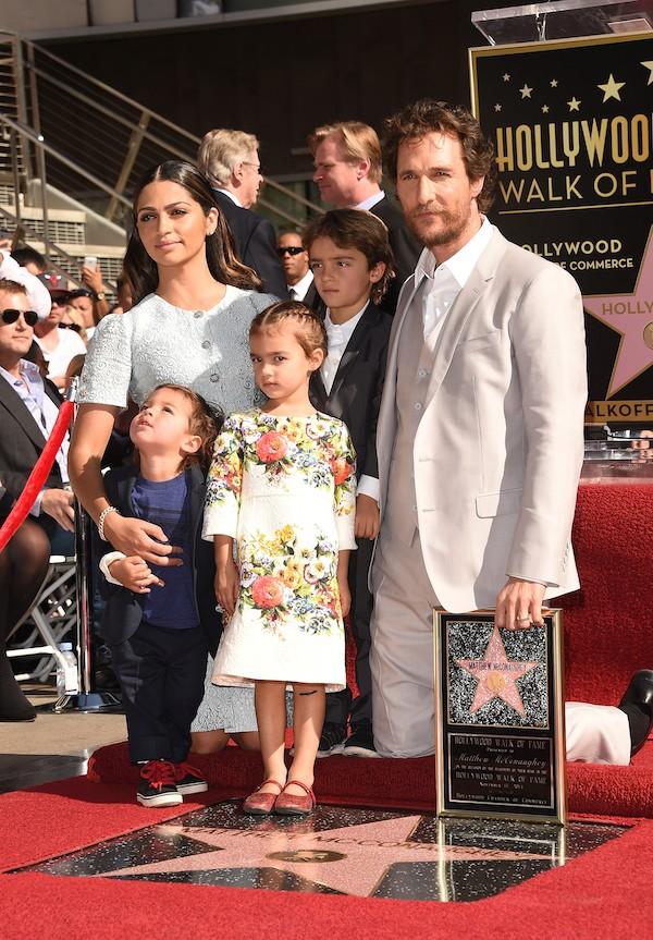 Matthew McConaughey e Camila Alves com os filhos (Foto: Getty Images)
