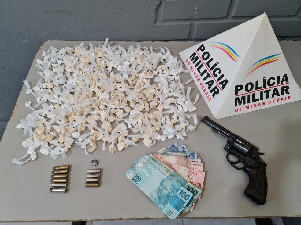 Material apreendido com os jovens— Foto: Polícia Militar/Divulgação
