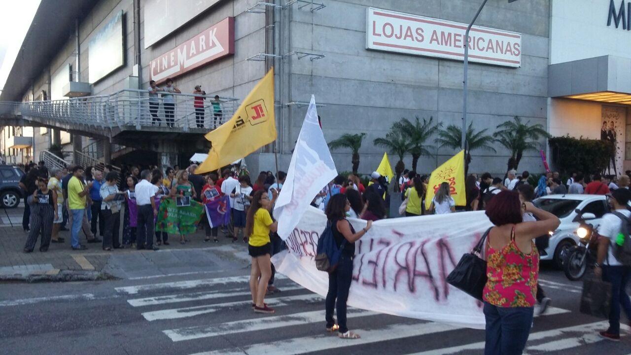 Manifestantes cobram resolução do caso Marielle e protestam contra feminicídios no RN