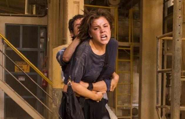 Maria (Alice Wegmann) sofreu uma tentativa de estupro em 'Onde nascem os fortes'. Para se defender, ela matou o abusador (Foto: TV Globo)