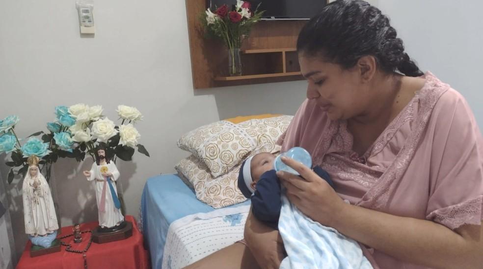 Laysi Eugênia emocionada ao conhecer o filho Noah — Foto: Arquivo Pessoal