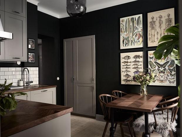 Décor do dia: Cozinha preta com ares vintage (Foto: Frederik Boukhari)
