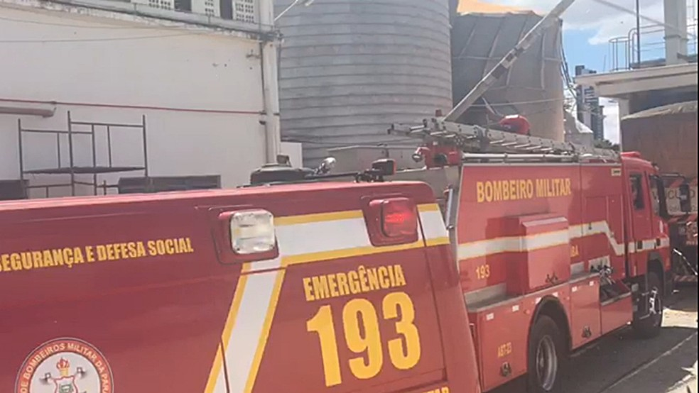 Silo de milho rompeu em fábrica de Campina Grande (Foto: Felipe Valentim/TV Paraíba)