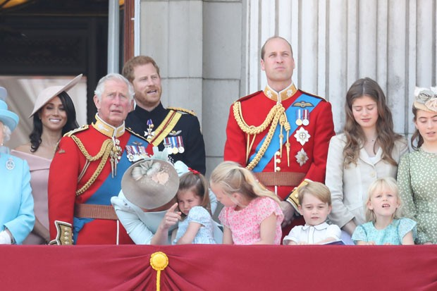 LONDON, ENGLAND - JUNE 09:  Meghan, Duchess of Sussex, Prince Charles, Prince of Wales, Prince Harry, Duke of Sussex, Catherine, Duchess of Cambridge, Prince William, Duke of Cambridge, Princess Charlotte of Cambridge, Savannah Phillips, Prince George of  (Foto: Getty Images)