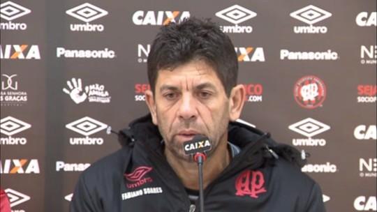 Thiago Heleno não treina e deve desfalcar o Atlético-PR; veja o time para pegar o Grêmio