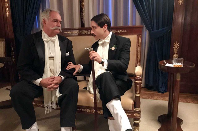 Paulo Reis e João Pedro Zappa nos bastidores das gravações de 'Santos Dumont: Mais leve que o ar' (Foto: Arquivo pessoal)