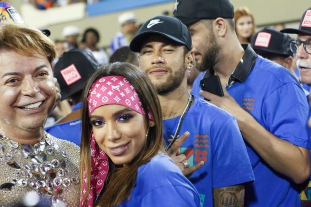 Anitta e Neymar na Sapucaí (Foto: Marcos Ferreira/Brazil News)