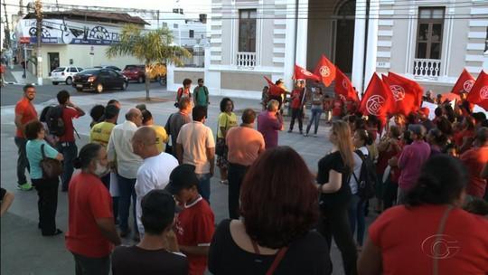 Ato em Maceió reúne manifestantes em memória da vereadora Marielle Franco