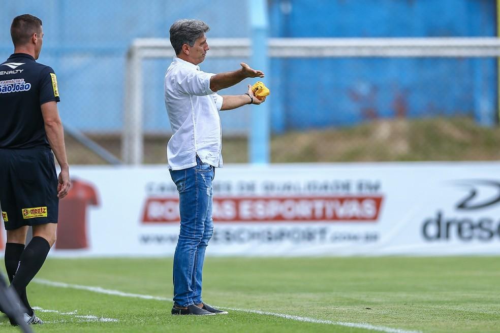 Renato Gaúcho elogiou o desempenho do Grêmio no Estádio do Vale — Foto: Lucas Uebel/Divulgação Grêmio