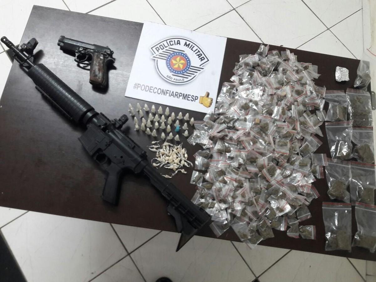 Polícia Militar recupera carro roubado e apreende arma e drogas com três suspeitos em Campinas