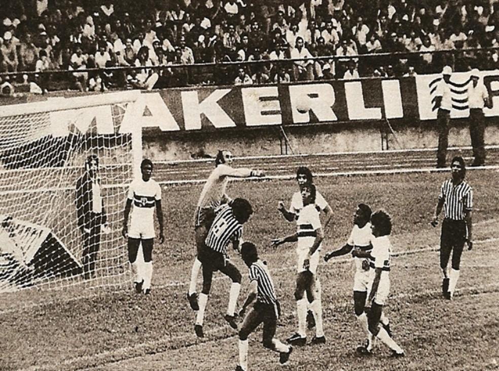 Operário-MS enfrenta o São Paulo no estádio Morenão pelo Campeonato Brasileiro de 1977 — Foto: Arquivo/Operário-MS