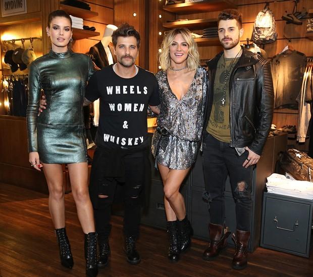 Camila Queiroz, Bruno Gagliasso, Giovanna Ewbank e Alok (Foto: Manuela Scarpa/Brazil News)