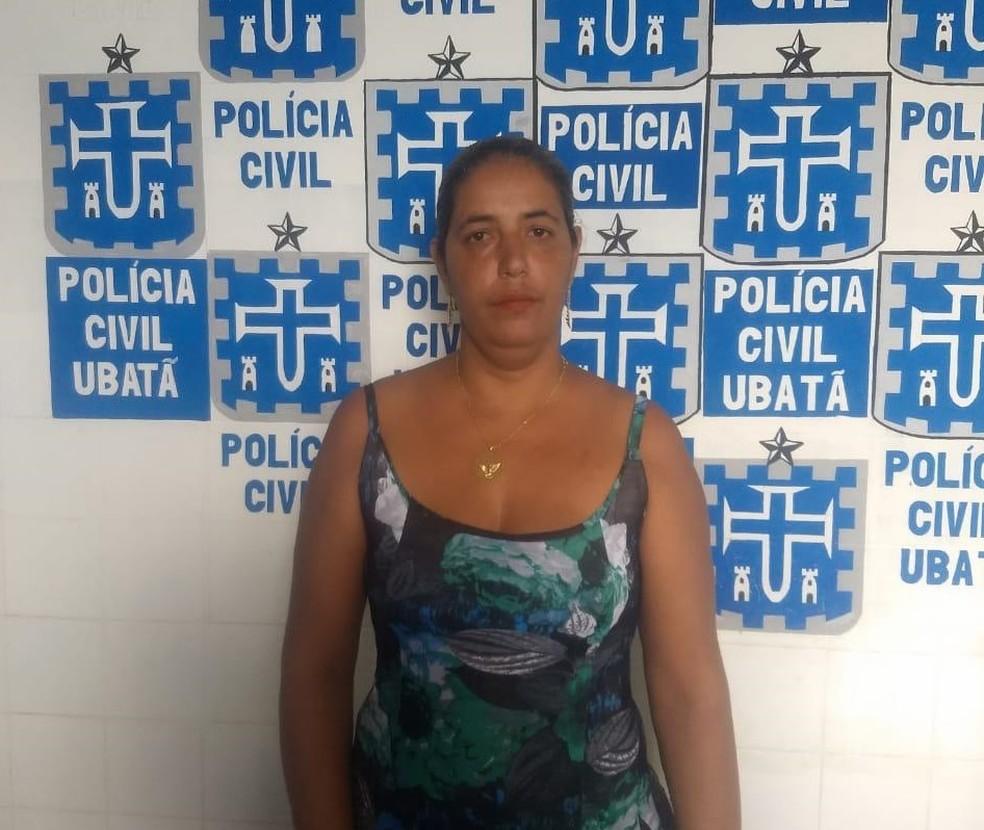Viviane Santana Araújo, 38 anos, foi presa após tentar fazer um empréstimo no valor de R$10 mil reais em uma agência bancária da cidade — Foto: Ubatã Notícias