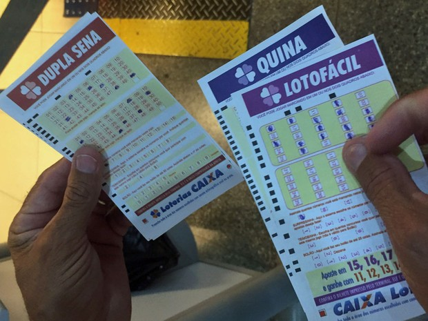 Além da Mega-Sena, Severino aposta em outras loterias como a LotoFácil, Quina e Dupla Sena (Foto: Jéssica Nascimento/G1)