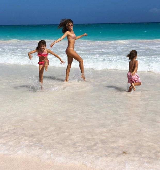 Alessandra Ambrosio com os filhos (Foto: Reprodução/Instagram)