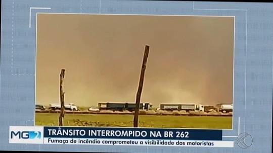 Trânsito na BR-262 é interditado por causa de incêndio entre Uberaba e Campo Florido