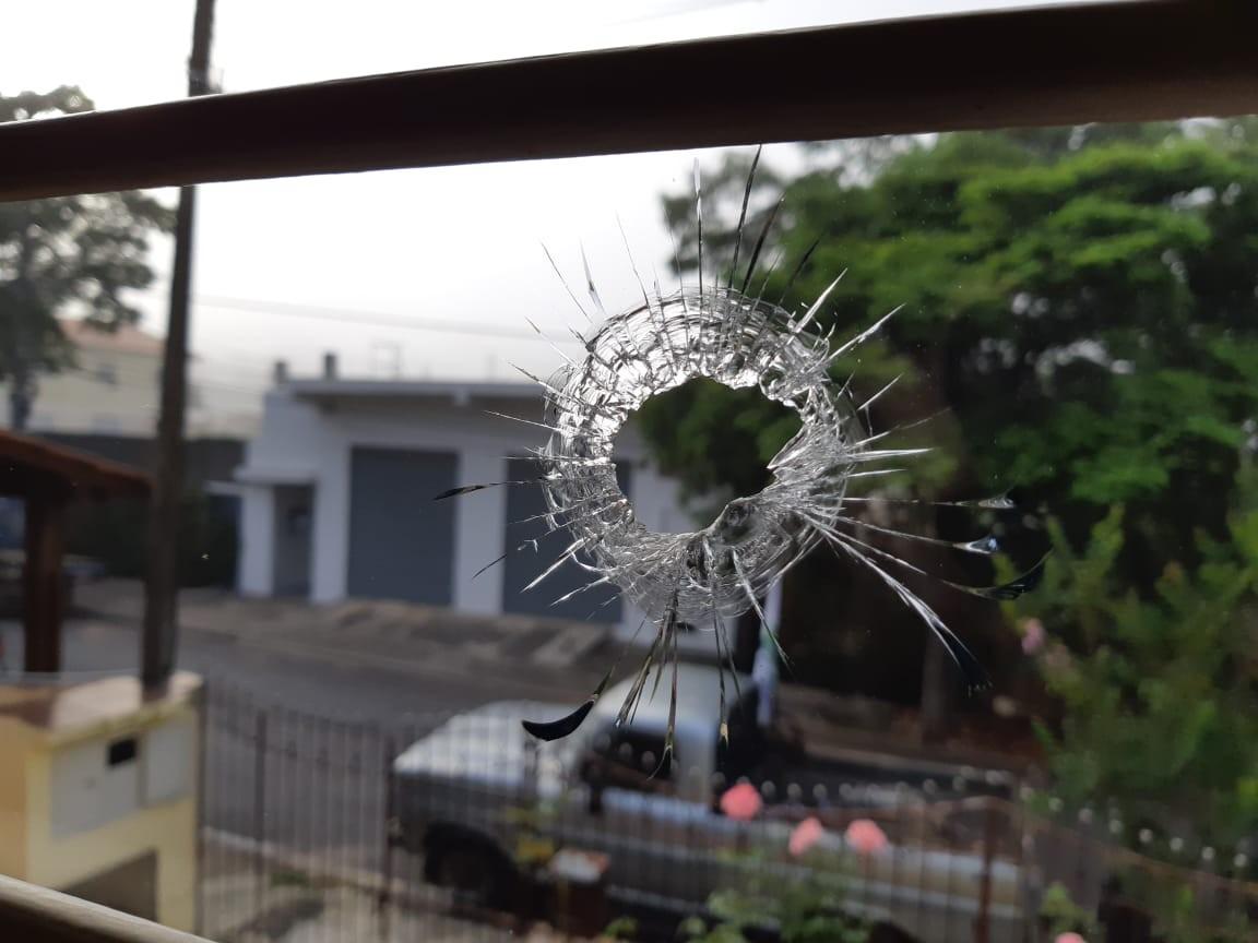 Casa de vereador e candidato a prefeito de Mairinque é alvo de tiros durante a madrugada