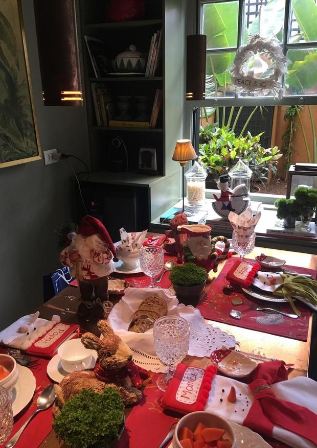 Mesa lúdica de Luciana Gelfi para o café da manhã com os filhos (Foto: Divulgação)