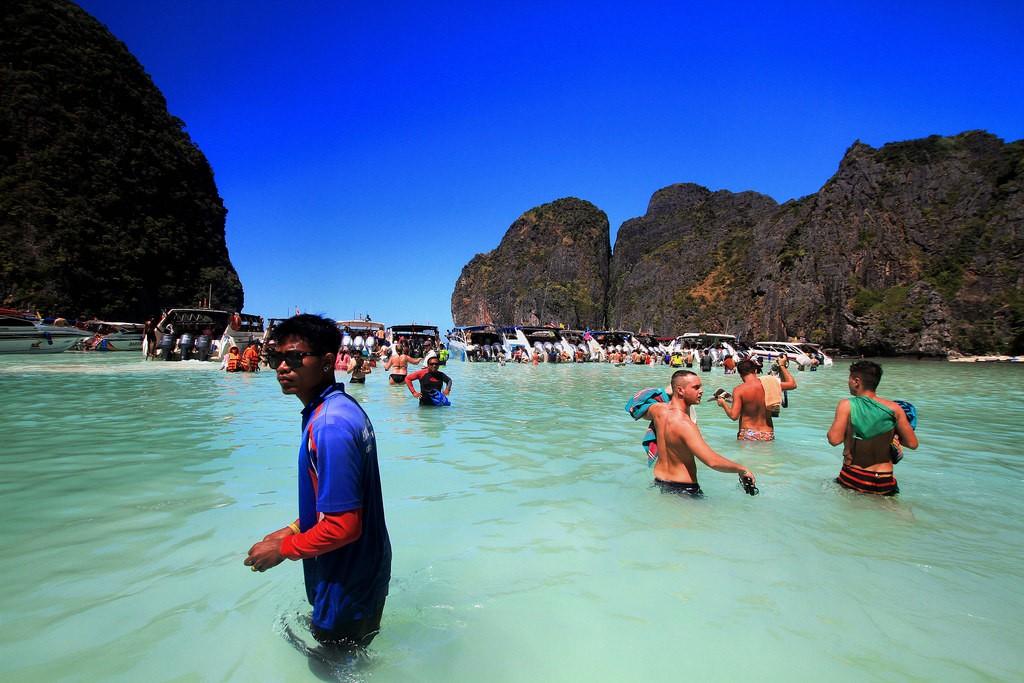 Baía Maya, famosa pelo filme A Praia, sofre as consequências da fama.  (Foto: Creative Commons / Phalinn Ooi)