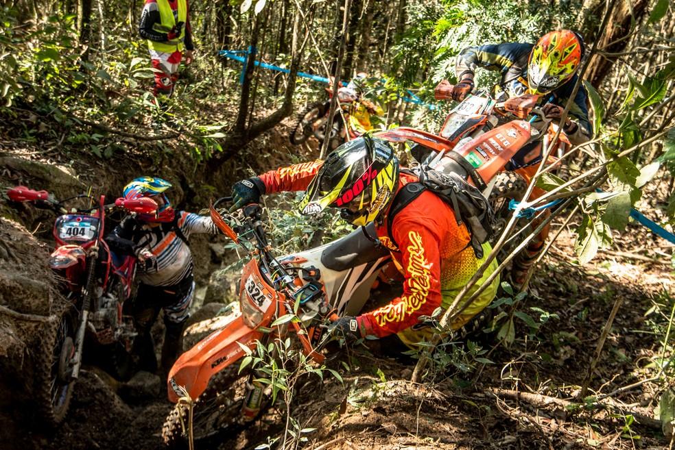 As trilhas são um grande desafio até para os mais experientes... — Foto: Gustavo Narciso
