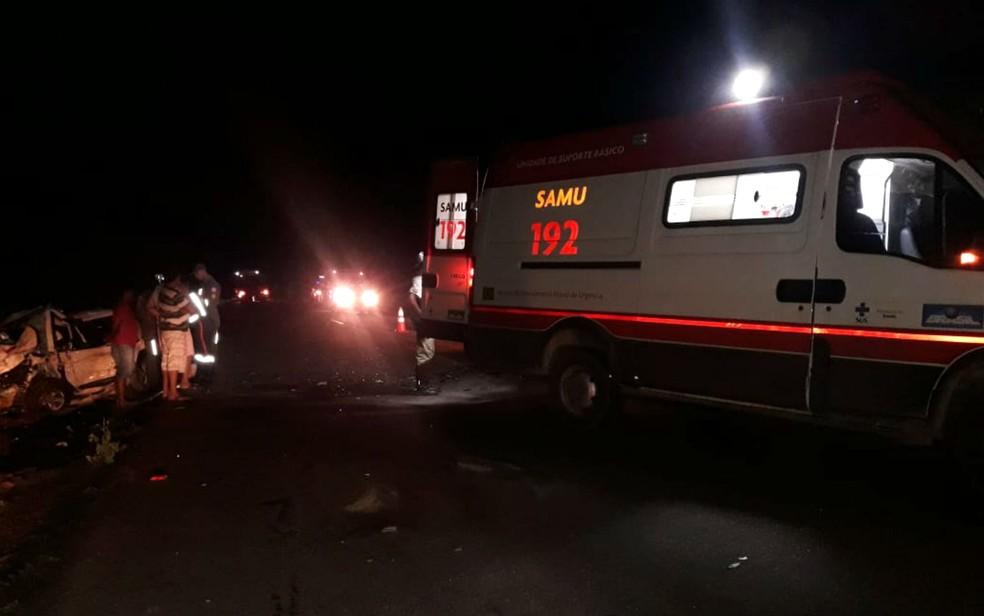 Samu foi acionada após batida entre dois carros no extremo sul da Bahia — Foto: Divulgação/PRE