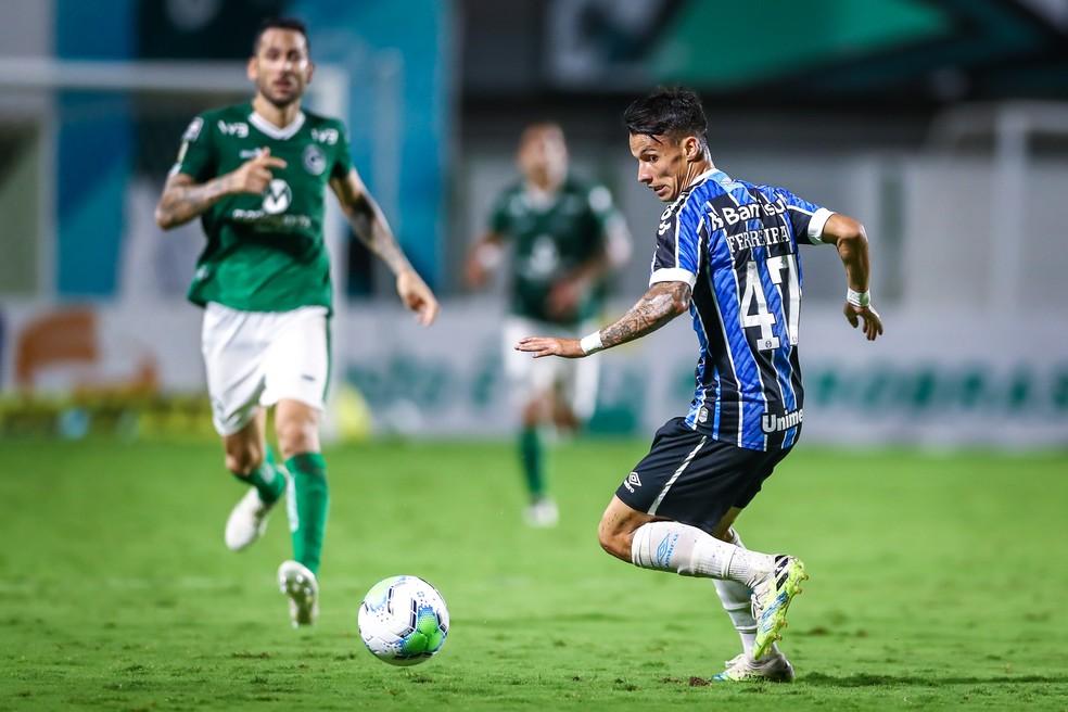 Ferreira em ação pelo Grêmio no empate em 0 a 0 com o Goiás pelo Brasileirão — Foto: Lucas Uebel/DVG/Grêmio