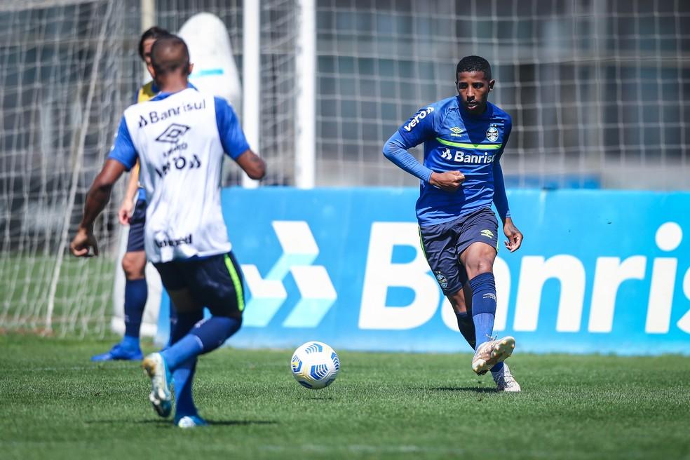 Guilherme Guedes em treino do Grêmio — Foto: Lucas Uebel/Grêmio