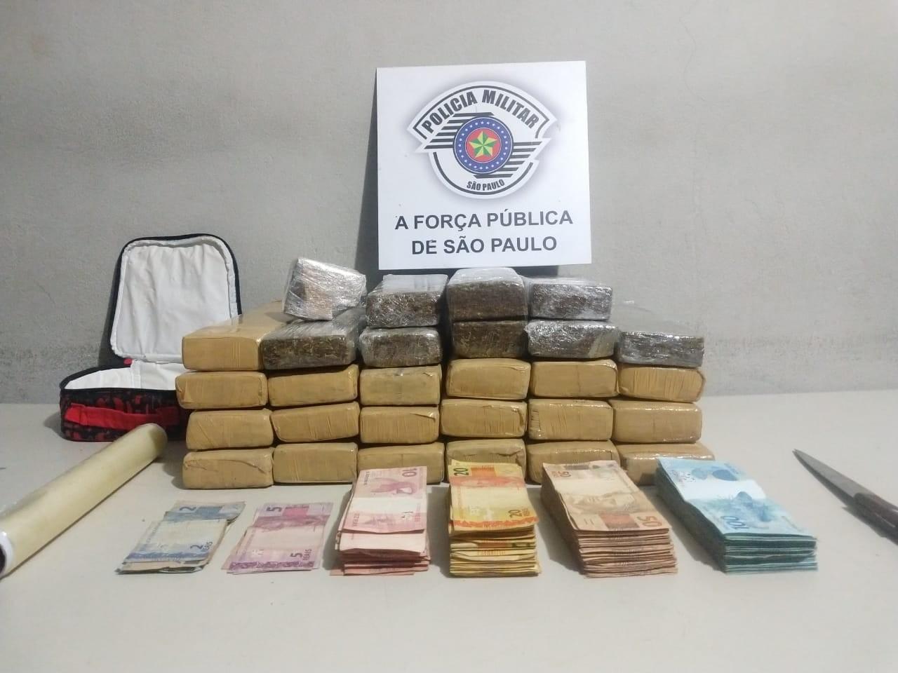 Homem é preso com drogas e dinheiro dentro de casa em Assis