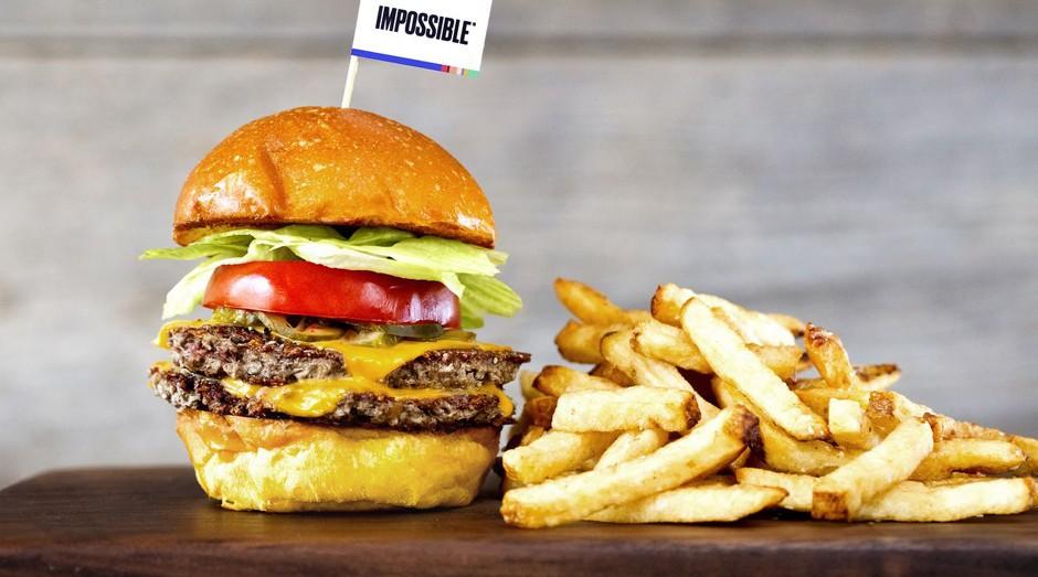 Sim, a carne deste hambúrguer foi feita em laboratório e sem maltratar nenhum animal (Foto: Divulgação)