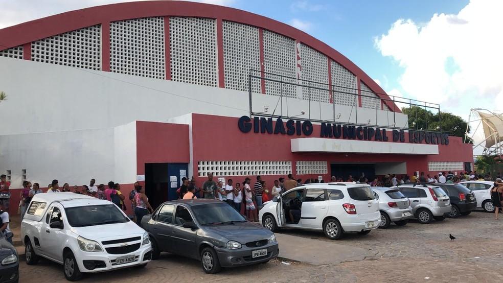 Procedimento, que é obrigatório, deve ser feito no Ginásio de Esportes do município até o dia 22 de fevereiro. — Foto: Vanderson Nascimento/TV Bahia