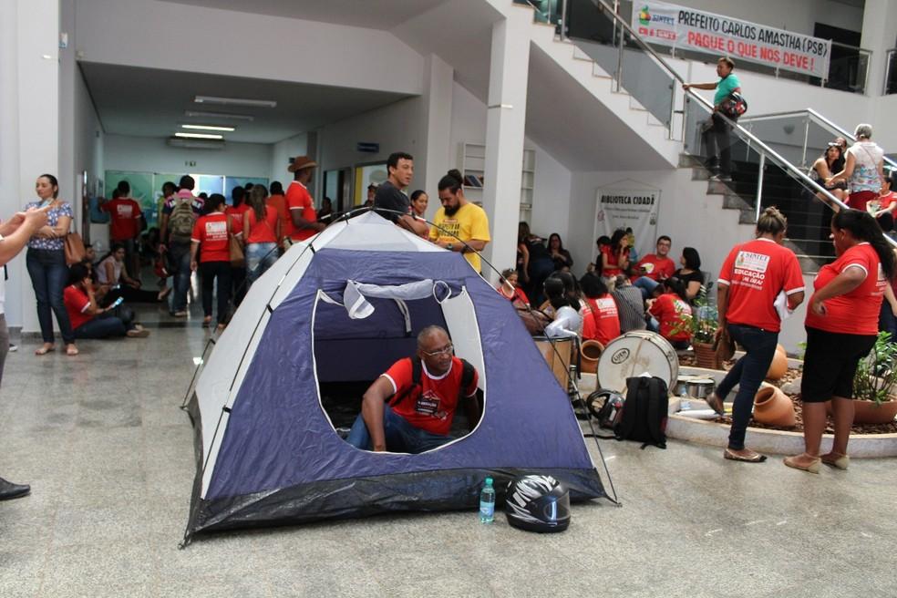 Professores ocuparam o prédio da Câmara dos Vereadores (Foto: Sintet/Divulgação)