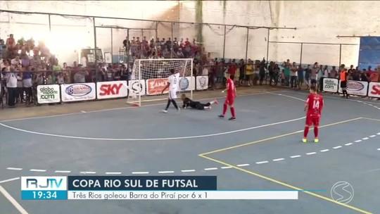 André Branco e Matheusinho comandam goleada de Três Rios na estreia contra Barra do Piraí